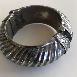 Jewelry - Vintage patina statement hinged locking bracelet